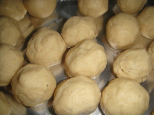 Almond and mung dhal Laddu cook